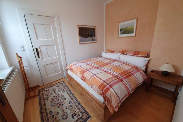 Schlafzimmer der Ferienwohnung Kapitänshaus Trost in Lohme auf Rügen